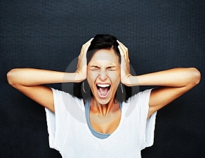 angry-frustrated-woman-screaming-17196941